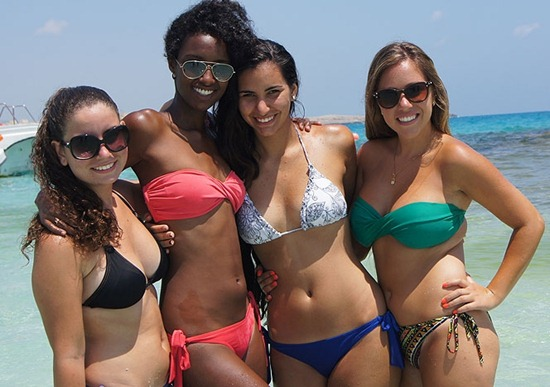 hot-babes-on-the-beach