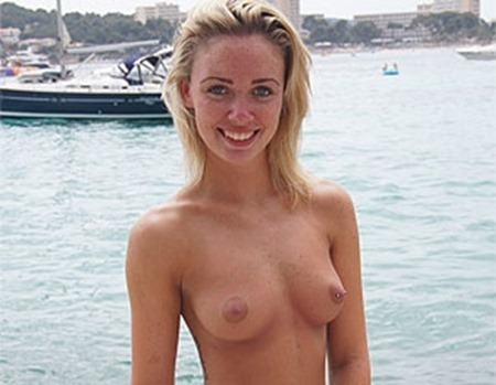 hot-blonde-posing-topless