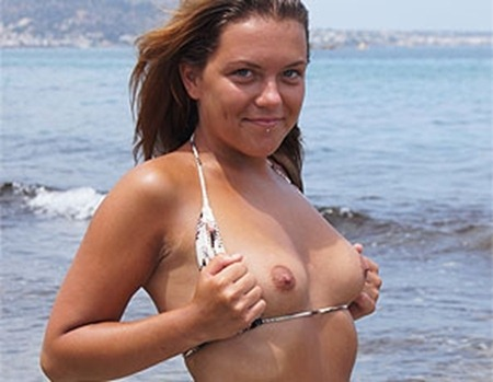 naughty-babe-displaying-her-tits